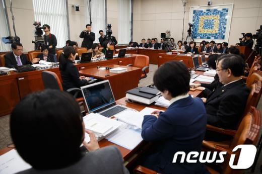 [사진]조윤선 여성가족부 장관 후보자 인사청문회