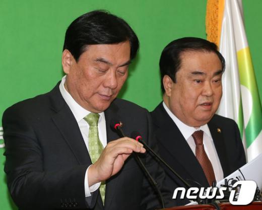 [사진]굳은 표정의 민주통합당