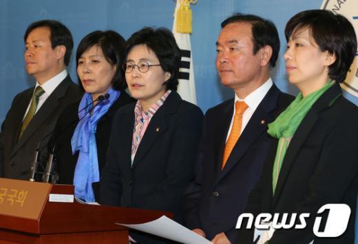 [사진]민주당 문방위, 박근혜 대통령 담화문 비판
