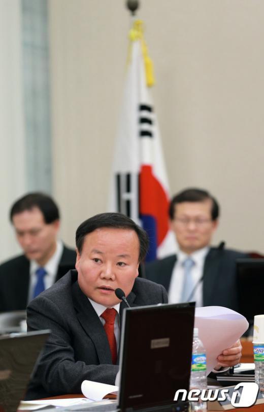 """[사진]""""담뱃값 인상 추진"""" 김재원 의원"""
