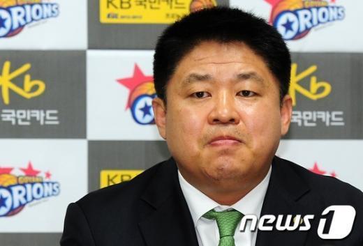 """[사진]""""승부조작"""" 연루 의혹 강동희 감독"""