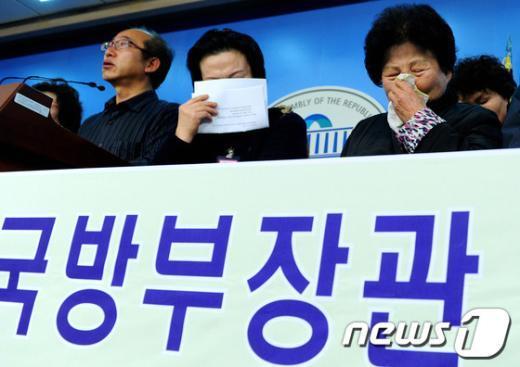 [사진]군 사상자 유가족, 김병관 장관 후보자 사퇴 촉구 기자회견