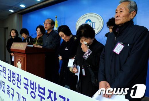 [사진]군 사상자 유가족, 김병관  후보자 사퇴 촉구