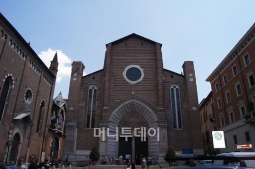 ↑ 베로나에 있는 역사적 성당 중 하나인 산타 아나스타시아 성당 외관. ⓒ 사진=송원진