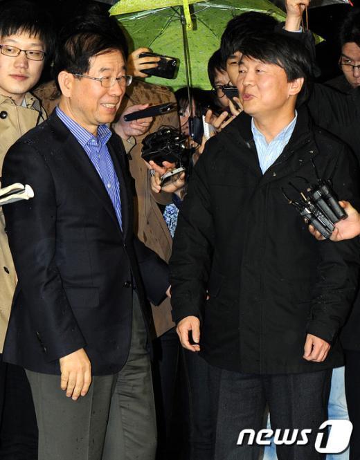 [사진]환담 나누는 안철수-박원순
