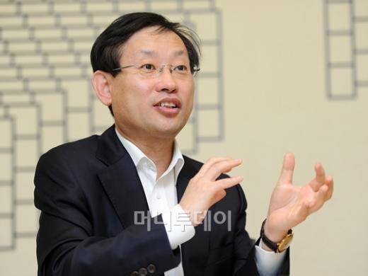↑김상헌 대표는 최근 NHN의 시장지배적 사업자 논란과 관련해 해명했다. 그는 오히려 국내 모바일OS 시장을 일부 해외 기업이 장악하고 있는 것이 국내 콘텐츠 개발자들에게 어려움을 주고 있다고 우려했다.