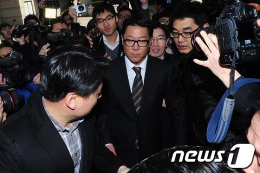 """[사진]법원 나서는 """"국감 불출석"""" 정지선 회장"""