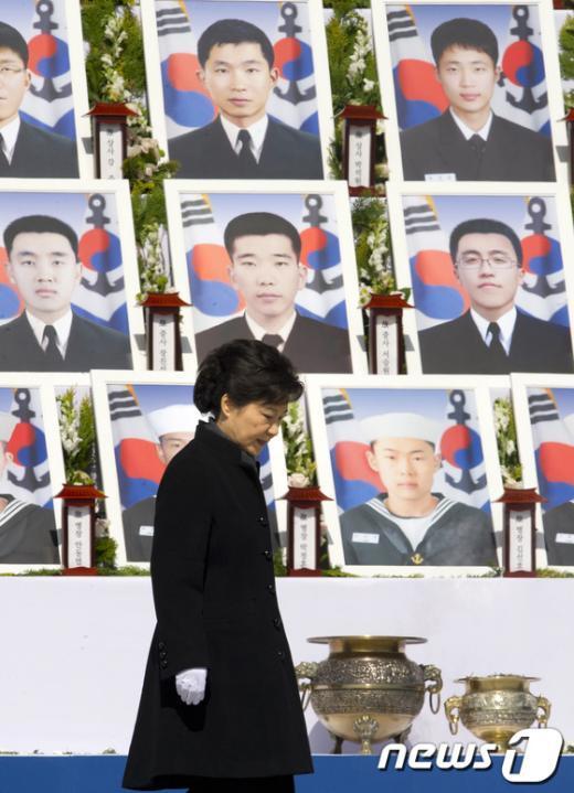 [사진]천안함 용사 추모식 참석한 朴 대통령