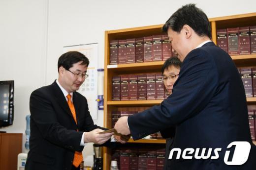 [사진]통합진보당, 김태흠 새누리당 의원 징계안 제출