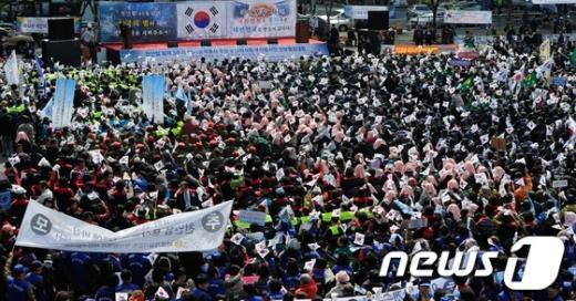 [사진]천안함 3주기, 부산역 광장에 물결치는 태극기