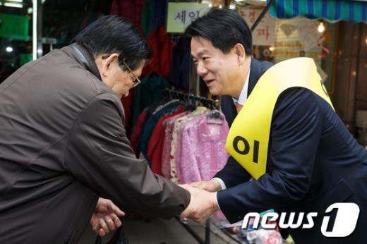 """[사진]민주 """"무공천"""" 이동섭, 선거운동재개"""
