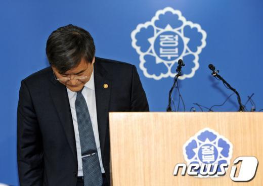 [사진]부동산 대책 발표 마친 서승환 장관