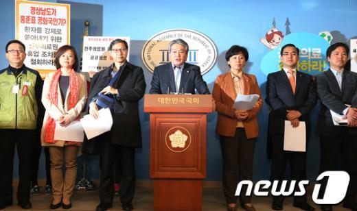 [사진]김용익, 진주의료원 폐업항의 단신농성 돌입