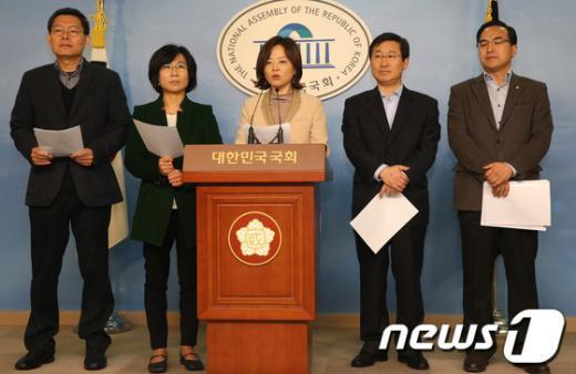 [사진]야당 인사청문위원, 박한철 후보자 청문회 관련 브리핑
