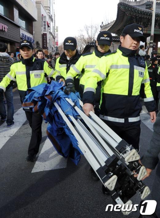 [사진]천막 설치 불허하는 경찰