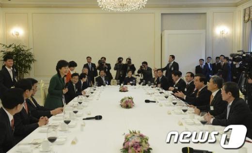 [사진]박근혜 대통령, 민주통합당 지도부 만찬