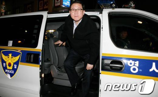 [사진]형사기동대 차량에서 내리는 이성한 경찰청장