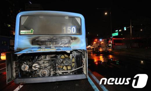 [사진]종로4가 달리던 버스에서 화재 발생