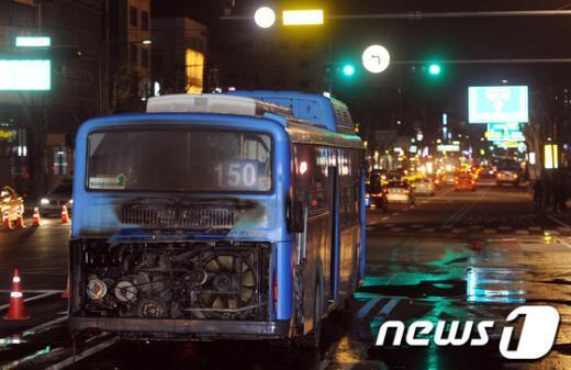 [사진]종로4가 운행중이던 버스에서 화재 발생
