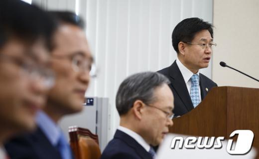 [사진]김덕중 국세청장 업무보고