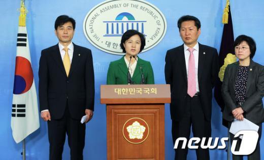 [사진]정보위 개최 촉구하는 민주통합당