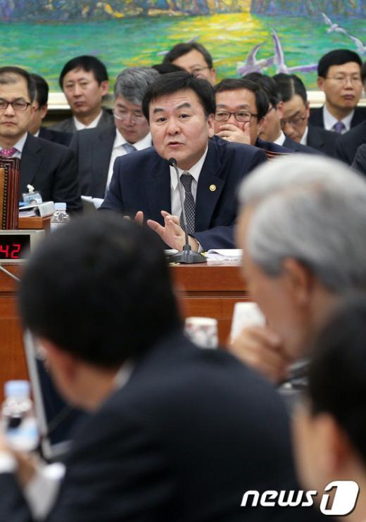 [사진]신제윤 금융위원장, 국회 정무위원회 업무보고 참석