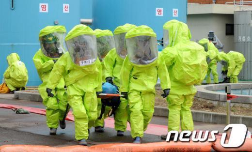 [사진]염산 누출사고 대응 훈련