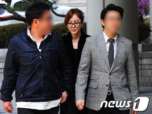 """[사진]이승연, """"야윈 얼굴로 법원출두"""""""