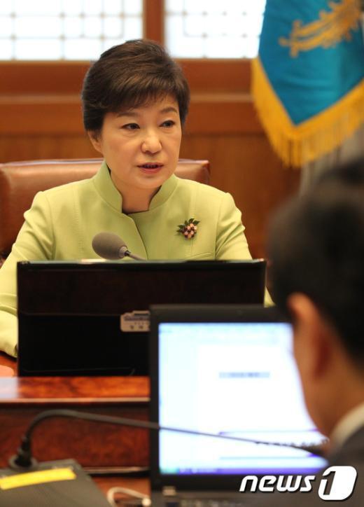 [사진]朴 대통령, 수석비서관회의 주재