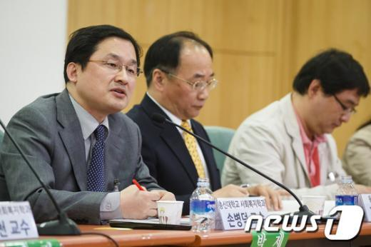 [사진]발제하는 손병덕 총신대 교수