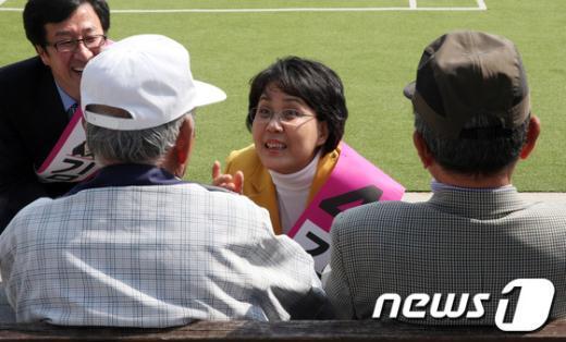 [사진]표심 공략하는 김지선후보