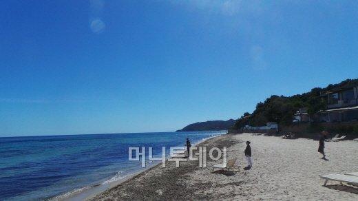↑칼리아리 해안가 풍경/사진=서명훈 기자