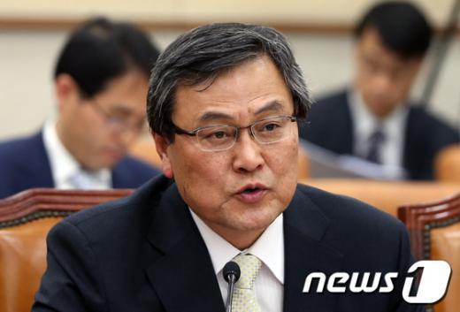 [사진]의원들 질의에 답변하는 최문기 장관