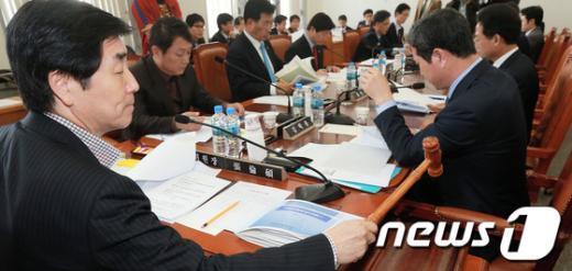 [사진]국회 예결특위, 추경안 심사 시작