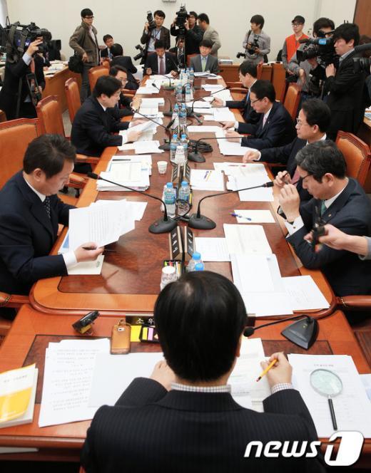 [사진]예산결산특위, 추경예산안 조정소위