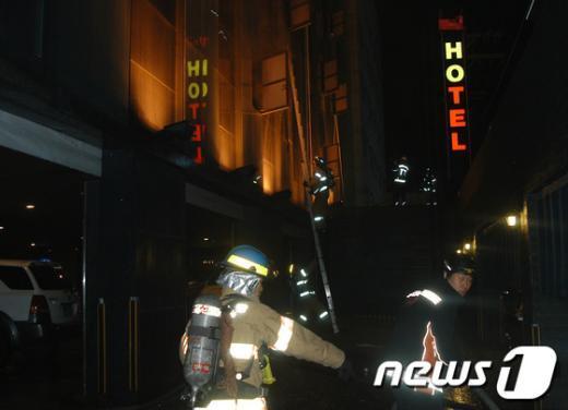 [사진]방이동 호텔 화재, 1명 사망