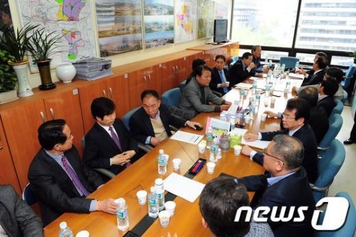 [사진]대책 논의하는 개성공단기업협회