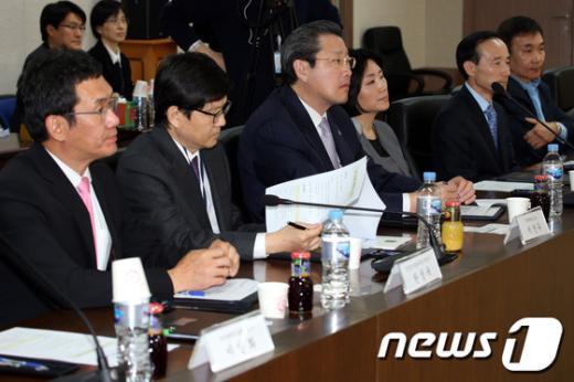 [사진]미래부장관 발언 듣는 자문위원들