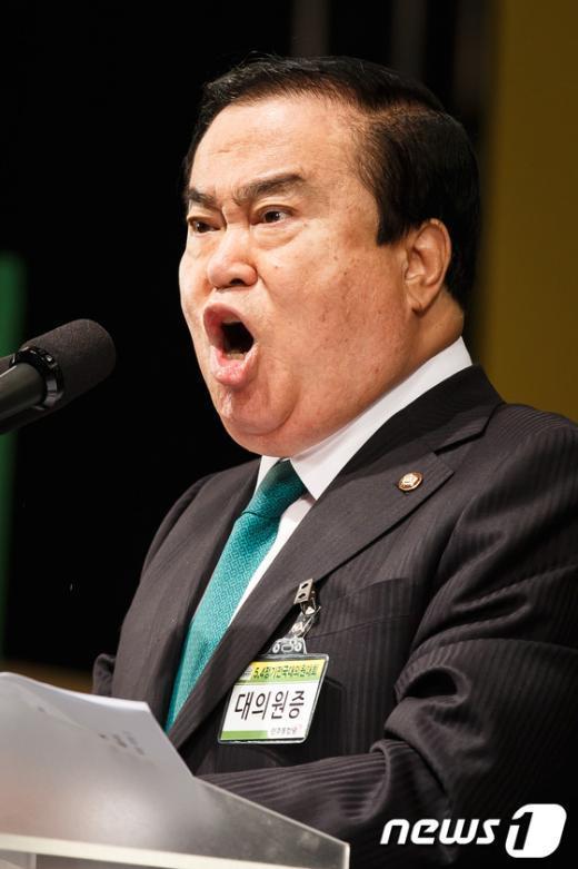 [사진]전당대회 인사말하는 문희상
