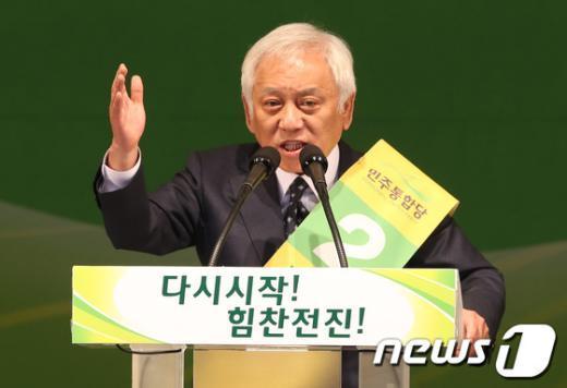 [사진]당 대표 경선 연설하는 김한길 후보