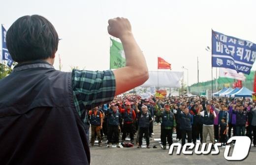 """[사진]현대차 철탑농성 200일 """"정규직 전환하라"""""""