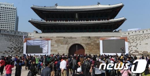[사진]시민들에게 개방된 숭례문