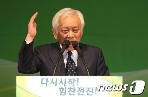 [사진]연설 하는 김한길 민주당 신임 대표