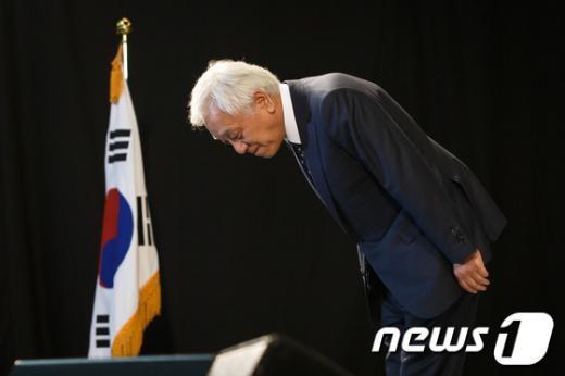 """[사진]민주당 신임 대표 김한길, """"무거운 책임감 실감"""""""