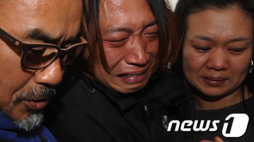 [사진]눈물 흘리는 쌍용차 농성자