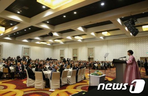 [사진]동포간담회 인사말하는 朴 대통령