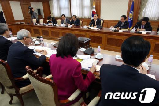 [사진]정홍원 총리, 국가정책조정회의 주재