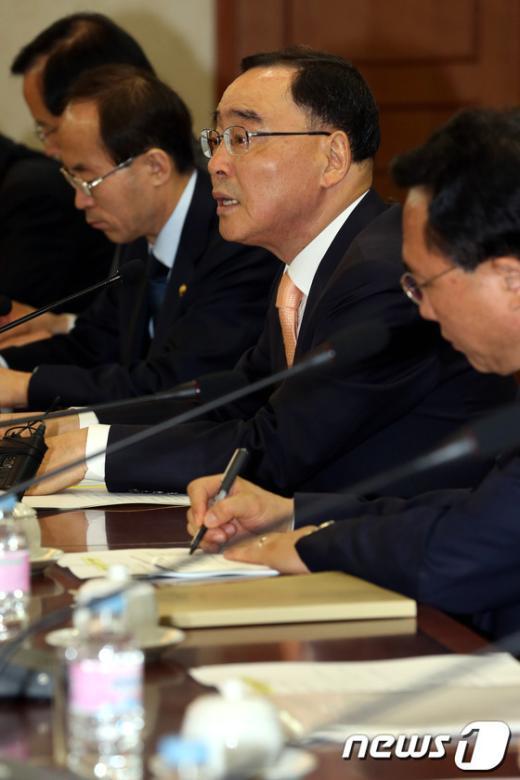 [사진]모두발언하는 정홍원 총리
