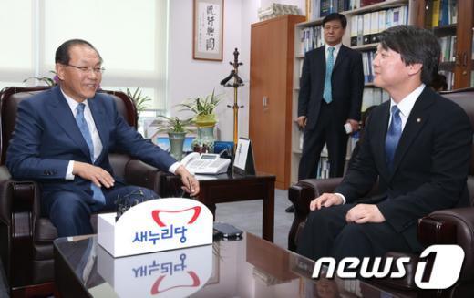 [사진]황우여 대표 예방한 안철수 의원