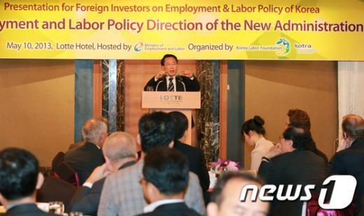 [사진]방하남 장관, 고용노동정책 설명회